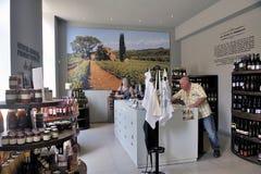 Tienda de la exposición y de vino en la entrada a los sótanos del B imagen de archivo libre de regalías