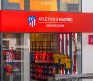 Tienda de la fan de Atletico de Madrid en Gran vía Foto de archivo libre de regalías
