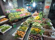 Tienda de la fruta de la calle en Vietnam Fotografía de archivo