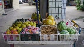 Tienda de la fruta en Chengdu, China foto de archivo libre de regalías
