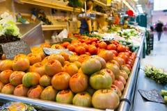 Tienda de la fruta en el mercado en Valencia Imagen de archivo libre de regalías