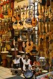 Tienda de la guitarra Fotos de archivo libres de regalías
