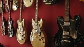 Tienda 1 de la guitarra almacen de metraje de vídeo