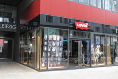 Tienda de la marca de Levi's en Leipzig Fotos de archivo libres de regalías