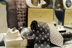 Tienda de la moda con los lazos en París Imagenes de archivo