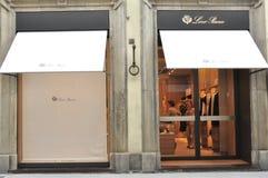 Tienda de la moda de la ropa de Loro Piana en Florencia foto de archivo libre de regalías