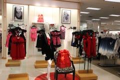 Tienda de la moda de la ropa interior de las mujeres Fotos de archivo libres de regalías
