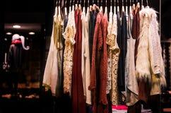 Tienda de la moda de las mujeres Imagenes de archivo