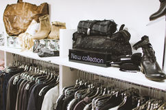 Tienda de la moda de las mujeres Imagen de archivo libre de regalías