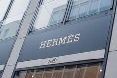 Tienda de la moda del logotipo de Hermes en la nueva pared en Hamburgo imagen de archivo