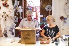 Tienda de la Navidad de recuerdos y de la joyería en la ciudad de Sainte-Andr en Hungría Foto de archivo