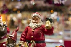 Tienda de la Navidad de recuerdos y de la joyería en la ciudad de Sainte-Andr en Hungría Imágenes de archivo libres de regalías