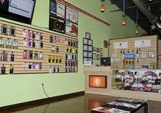 Tienda de la reparación del teléfono celular Imagenes de archivo