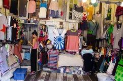 Tienda de la ropa Imágenes de archivo libres de regalías