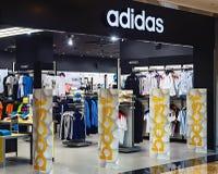 Tienda de la ropa de deportes de Adidas Foto de archivo libre de regalías