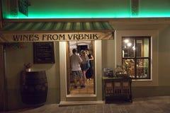 Tienda de la vid en la isla Krk en Croacia Fotos de archivo libres de regalías