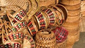 Tienda de las cestas Hay mucho clase de cesta que se hace de bambú El mimbre de la cesta es hecho a mano tailandés Es textura de  Fotos de archivo libres de regalías
