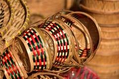 Tienda de las cestas Hay mucho clase de cesta que se hace de bambú El mimbre de la cesta es hecho a mano tailandés Es textura de  Foto de archivo libre de regalías