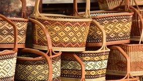 Tienda de las cestas Hay mucho clase de cesta que se hace de bambú El mimbre de la cesta es hecho a mano tailandés Es textura de  Foto de archivo