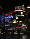 Tienda de Las Vegas Hershey por noche foto de archivo libre de regalías