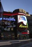 Tienda de Las Vegas Hershey por noche imágenes de archivo libres de regalías