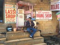 Tienda de Lassi de la marijuana, Jaisalmer, la India Fotografía de archivo