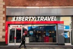 Tienda de Liberty Travel en Market Street en Philadelphia imágenes de archivo libres de regalías