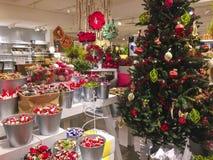 Tienda de los accesorios de la Navidad foto de archivo