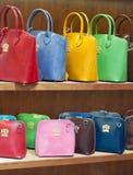 Tienda de los bolsos de las mujeres Imágenes de archivo libres de regalías