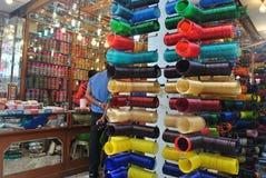 Tienda de los brazaletes en Charminar, Hyderabad Fotos de archivo