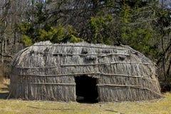 Tienda de los indios norteamericanos en bosque Fotos de archivo libres de regalías
