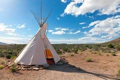 Tienda de los indios norteamericanos en pradera americana Fotografía de archivo