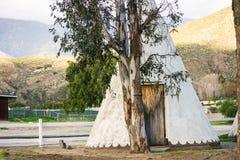 Tienda de los indios norteamericanos de madera cerca de la reserva fotografía de archivo libre de regalías