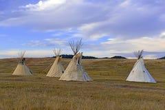 Tienda de los indios norteamericanos (tipi) según lo utilizado por los nativos americanos en el Great Plains y el oeste americano imagenes de archivo