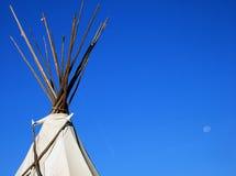 Tienda de los indios norteamericanos y luna Foto de archivo libre de regalías