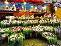 Tienda de los pescados en la ciudad de Rawalpindi imagen de archivo