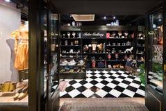 Tienda de los zapatos y de los accesorios en Siam Center, Bangkok Fotos de archivo