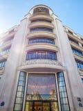Tienda de Louis Vuitton en la avenida de Elysee del campeón Imagenes de archivo