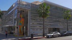 Tienda de Louis Vuitton en Rodeo Drive en Beverly Hills - CALIFORNIA, los E.E.U.U. - 18 DE MARZO DE 2019 metrajes