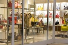Tienda de lujo de la moda del bolso Foto de archivo libre de regalías