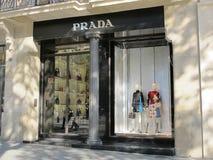 Tienda de lujo de Prada en Barcelona Imagen de archivo