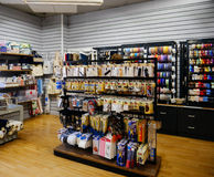 Tienda de mercería con los clientes Imagenes de archivo
