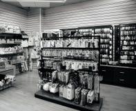 Tienda de mercería con los clientes blancos y negros Imagen de archivo libre de regalías