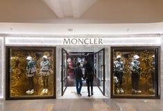 Tienda de Moncler en la alameda de compras pacífica del lugar, Hong Kong Fotos de archivo