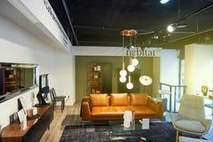 Tienda de muebles del hábitat con el sol que viene de ventana Fotografía de archivo