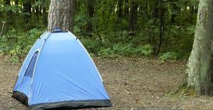 Tienda de nylon en camping imagen de archivo libre de regalías