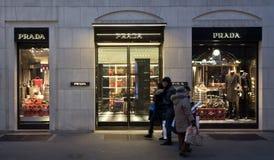 Tienda de Prada en distrito de la moda Fotos de archivo