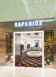 Tienda de ropa de Bapekids en el terminal del océano, Hong Kong Fotografía de archivo