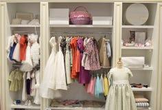 Tienda de ropa de los niños Foto de archivo