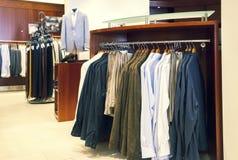 Tienda de ropa del hombre Imágenes de archivo libres de regalías